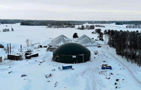 WELTEC BIOPOWER recently commissioned a biogas plant near Turku in southwestern Finland. This region is characterised by livestock farms and therefore the 250-kW plant runs entirely on liquid manure. The energy plant belongs to a group of three pig fa
